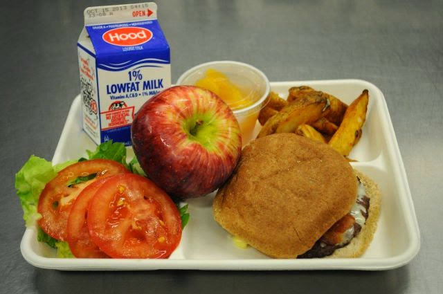 Country: USA Contents: Cheeseburger, french fries, salad, milk, apple, peaches.