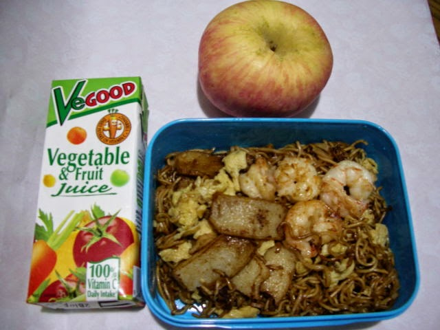 Country: Malaysia Contents: Noodle, prawn, fish-cake, eggs, a packet of vegatable and fruit juice, and an apple.