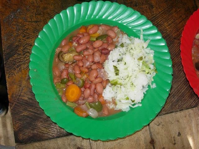 Country: Malawi Contents: Beans, assorted vegetables, cabbage.