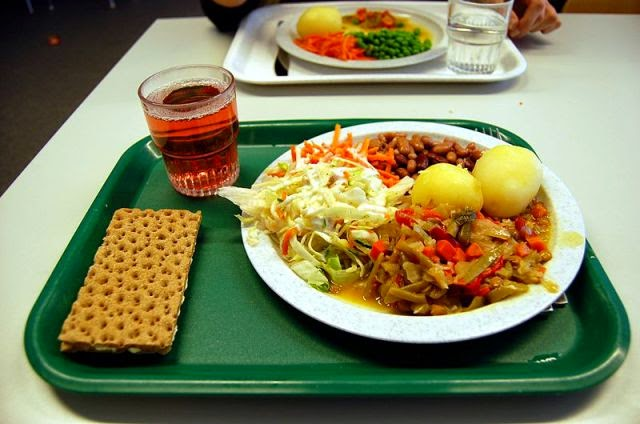 Country: Sweden Contents: Potatoes, cabbage, beans, cracker, Lingon Berry juice.