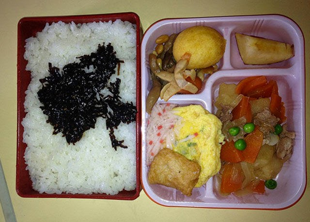 Country: Japan Contents: Rice w/konbu (a sweet seaweed), nikkujagga (beef with veggies), omelette, sausage, potato puff, and apple.