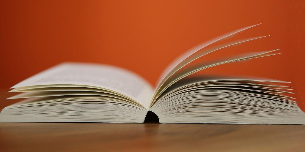 book-408302_1920